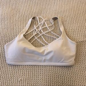 White lululemon sports bra